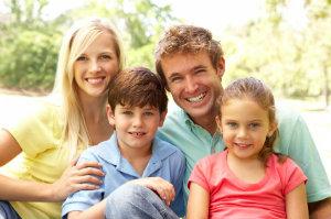Eine Familien beim Fotoshooting.