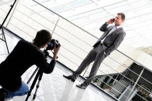 Geschäftsmann bei einem profesionellen Fotoshooting.