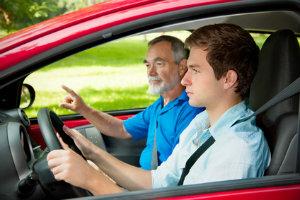 Begleitetetes Fahren: Das sind die Regeln für Fahrschüler.