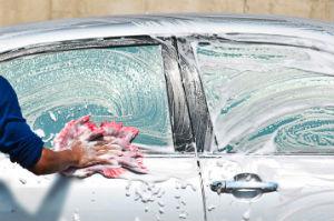 Eine professionelle Fahrzeugaufbereitung erhält den Wert des Autos.