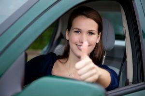 Im Rahmen des Begleiteten Fahrens dürfen bereits 17-jährige ans Steuer.