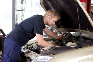 Eine Garantie beim Gebrauchtwagenkauf zu vereinbaren kann sich lohnen.