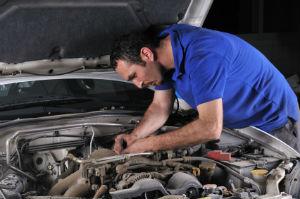 Die Gewährleistung beim Gebrauchtwagenkauf bezieht sich auf Mängel, die bereits zum Verkaufszeitpunkt vorgelegen haben.