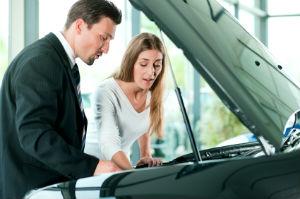Es gibt vieles, worauf beim Gebrauchtwagenkauf zu achten ist.