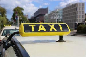 Den Personenbeförderungsschein benötigt man unter anderem als Taxifahrer und für Krankentransporte.