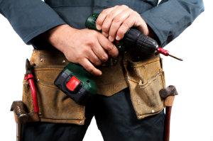 Um sich ein besseres Bild von einem Handwerker zu machen, sollte man online eine Bewertung über ihn suchen.