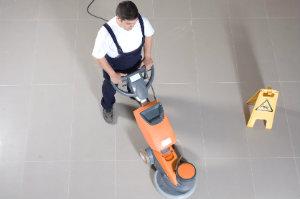 Reinigungsunternehmen können eine professionelle Reinigung durchführen.