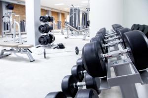 Firmen für Gebäudereiningung sorgen für eine umfassende Fitnessstudio-Reinigung, die sich sehen lassen kann.