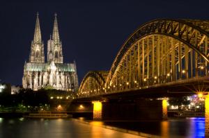 Gebäudereinigung Köln: Wir helfen, Anbieter zu finden und Kosten zu sparen.