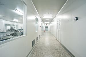 Eine Laborreinigung von professionellen Firmen lässt den Arbeitsplatz wie neu erscheinen.
