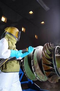 Es ist sehr wichtig, eine Maschinenreinigung ausschließlich von qualifiziertem und erfahrenem Personal durchführen zu lassen.