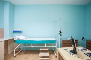 Die Praxisreinigung durch eine professionelle Gebäudereinigung sorgt für einladende Räumlichkeiten.