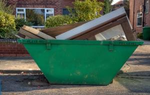 Absetzcontainer sind Containertypen, die sich vor allem für kleinere Baustellen eignen.