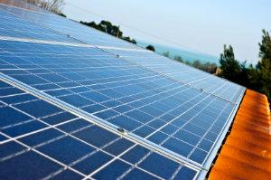 Steht die PV-Anlage im rechten Winkel zur Sonne, ist dies die beste Ausrichtung in der Photovoltaik.