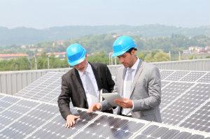 Photovoltaik auf Freiflächenanlagen zu nutzen kann aufgrund des enormes Platzes, der zur Verfügung steht, sehr lukrativ sein.