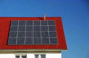 Eine Photovoltaikanlage ist vom Aufbau der einer thermischen Solaranlage ähnlich.