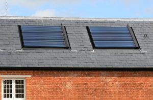 Die Grundidee von Photovoltaik und thermischer Solaranlage ist identisch: Sonnenenergie auffangen, umwandeln und wieder nutzen.