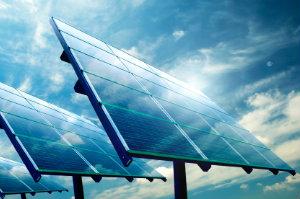 Um die Ausrichtung einer Solaranlage zu optimieren, sollte man einen kompetenten Solarteur kontaktieren.
