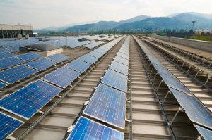 Eine Freiflächensolaranlage ist bei der Solarstromförderung an Leistung nicht zu übertreffen.