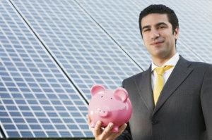Um netzgekoppelte Photovoltaikanlagen anständig zu installieren, ist zumeist die Hilfe eines ausgebildeten Fachmannes notwendig.