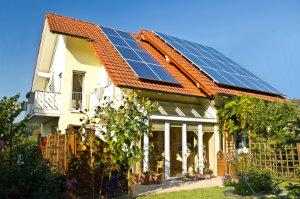 Die Funktionsweise der Photovoltaik lässt sich mit der Umwandlung von Sonnenstrahlen in elektrische Energie beschreiben.