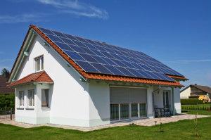 Wer sein Geld in eine Solaranlage für den Eigenverbrauch steckt, investiert in die Zukunft.