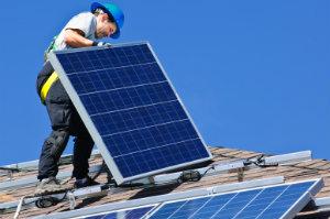 Wer sein Heim mit einer Solaranlage nachrüsten will, sollte unbedingt prüfen, ober er alle Voraussetzungen für eine staatliche Förderung erfüllt.