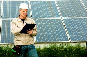 Wer Solaranlagen planen will, ist mit der Hilfe fachkundiger Solarfirmen sehr gut beraten.