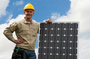 Eine gute Solarfirma findet man am besten, indem man die Angebote regionaler Dienstleister vergleicht.