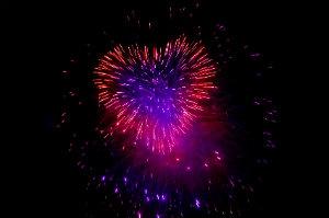 """Beim Heiratsantrag mit einem Feuerwerk überraschen – da sagt keine(r) """"Nein""""."""