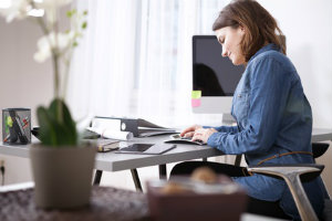 Ein Steuerberater kann für ein Unternehmen den Jahresabschluss erstellen.