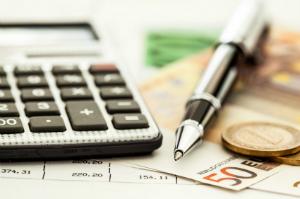 Die Steuerberatergebührenverordnung gibt einen Kostenrahmen vor.