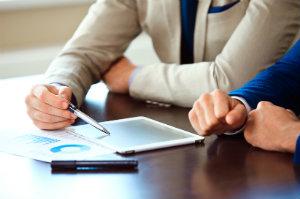 Immoblien kann man einem Vermögensverwalter als Kapitalanlage in die Hand geben.