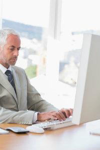 Das Forderungsinkasso, egal ob von einer Firma oder Privatpersonen, sollte nur von ausgebildeten Fachleuten angegangen werden.