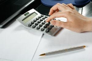 Über den Vergleich der Honorare lassen sich günstige Steuerberater ermitteln.