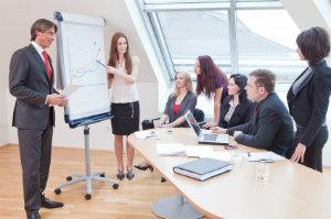 Die Unternehmensberatung entwickelt eine spezielle auf Ihren Betrieb angepasste Strategie.