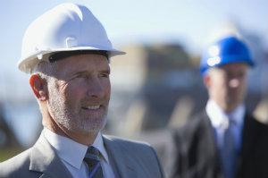 Wer schon vor der Vertragsunterzeichnung eine umfassende Baubegleitung in Auftrag gibt, erhält mehr für sein Geld.