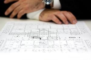 Wenn der Interessent vor dem Kauf eine professionelle Bauberatung durchführen lässt, kann er sich seiner Investition sicher sein.