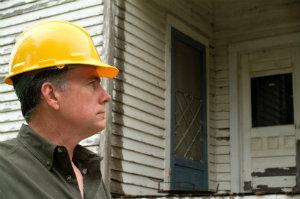 Das Hinzuziehen von einem Bauschadensgutachter ist sowohl bei Bauschäden als auch -mängeln eine hervorragende Idee.
