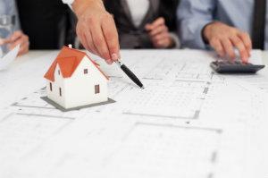 Eine Hauskaufberatung kann dem Interessenten alle wichtigen Vor- und Nachteile aufzeigen, die beim Kauf einer Immobilie entstehen können.