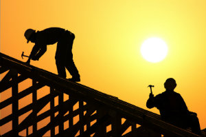 Für alle anfallenden Dachdeckerarbeiten sollte grundsätzlich ein fähiger Dachdeckerbetrieb eingesetzt werden.