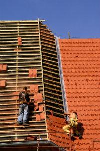 Eine Dacherneuerung ist immer eine gute Investition – vor allem Altbauten profitieren immens von der Erneuerung.