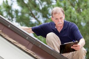Die regelmäßige Dachwartung ist ein integraler Bestandteil eines makellosen und gesunden Daches.