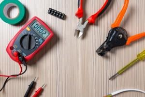 Die Elektroniker-Ausbildung gibt es sowohl im handwerklichen als auch industriellen Bereich.