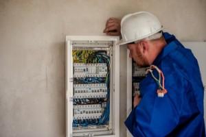 Die Elektriker-Ausbildung findet in Vollzeit statt.