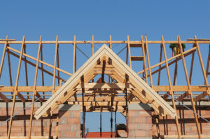 Zimmererarbeiten umfassen die Konstruktion von Dachstühlen.