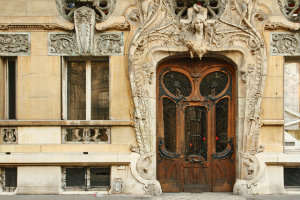 Eine Haustür im Jugendstil ist ein Hingucker.