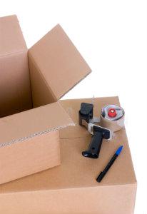 Durch cleveres Packen der Umzugskartons kann man die Anzahl der zu transportierenden Kartons reduzieren.
