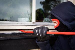 Einbruchsschutz sollte auch an den Fenster gewährleistet sein.