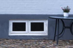 Wird ein Keller als Wohnraum genutzt, bieten sich Fenster an, die über eine effektive Wärmedämmung verfügen.